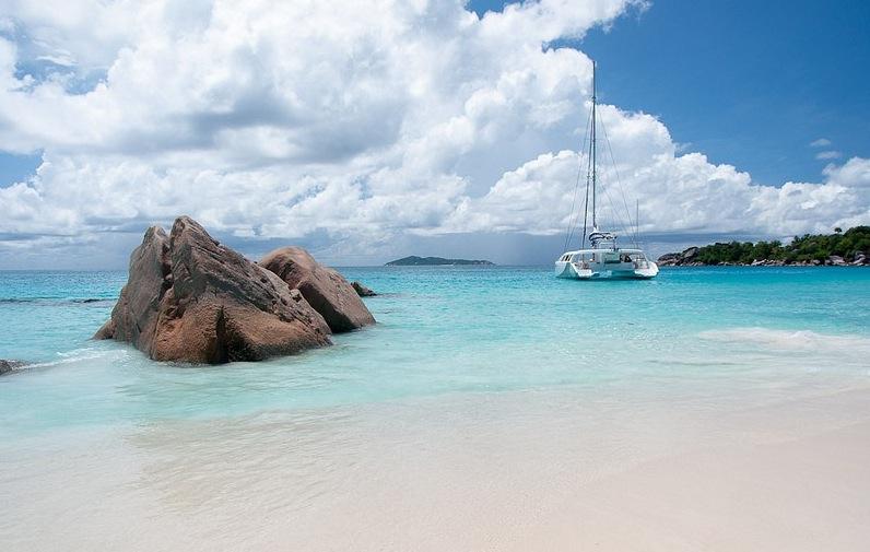Playas paradisíacas de arena blanca y fondos turquesas. Todo en velero o catamarán.