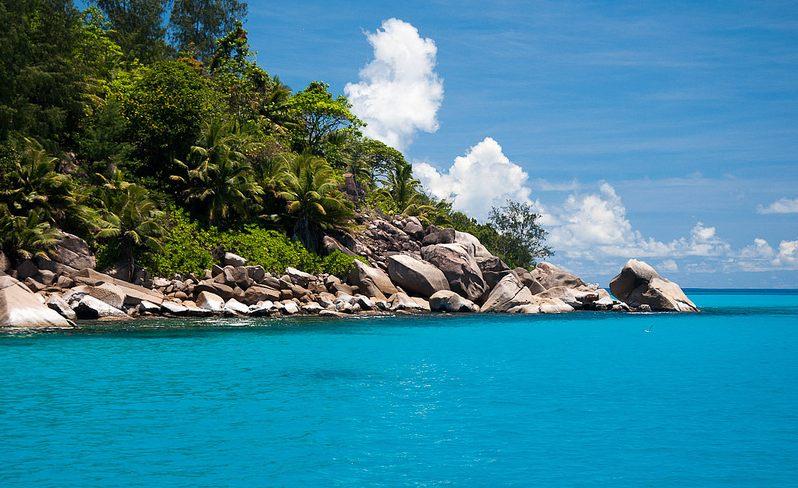 Las Seychelles mezclan un decorado granítico con playas e arena blanquísima y aguas turquesas.