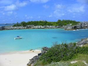 Aguas azul turquesa, característica de las playas de las islas Bermudas.