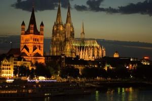 La catedral de Colonia domina una ciudad reconstruida tras la guerra. No le faltan, sin embargo ni animación cultural ni encanto. Foto de pickselated / Jim.