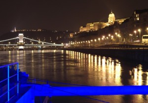 Budapest y famoso puente de las cadenas, una ciuda con encanto, monumentos y buena fiesta. Foto de xyu_