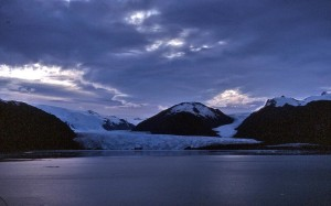Glaciar Amelia al fondo de los fiordos chilenos. Foto Karl Agre, M.D.