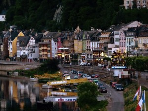 El pueblo de Cochen se adosa a las paredes que encajan el Rin ya cerca de Bélgica y Holanda.