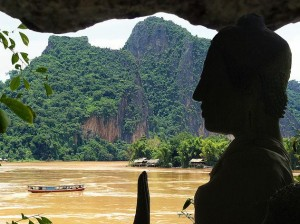 Cruero por Indochina. En la foto el curso alto del Mekong , en Laos. Imagen de Baon.