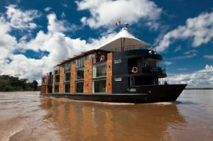 Crucero por el Amazonas peruano en barcos esquisitamente preparados para el disfrute de los pasajeros. Sus interiores son hoteles de 5 estrellas.