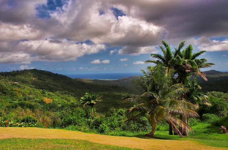 Vista desde el monte Hillaby que con 366 metros es el punto culminante del país.